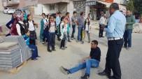 KAVAKLı - Motosiklet Öğrenciye Çarptı Açıklaması 3 Yaralı