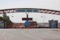 ÖNCÜPINAR - Suriye'deki Çatışmalar Nedeniyle Öncüpınar Sınır Kapısı'ndan Geçişler Durduruldu