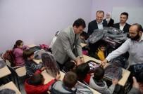 OKUL ÇANTASI - Suriyeli Yetimlere Kırtasiye Yardımı