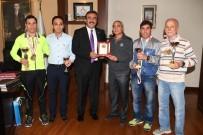GÖBEKLİTEPE - Kupaları Başkan Çetin'e Getirdiler