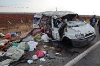 GÖRGÜ TANIĞI - Mevsimlik İşçileri Taşıyan Minibüs Takla Attı Açıklaması 11 Yaralı