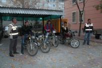 ORHANLı - Niğde'de Motosiklet Hırsızları Yakalandı