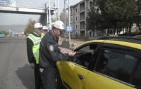 EMNIYET KEMERI - Taksicilere Sticker Dağıtıldı