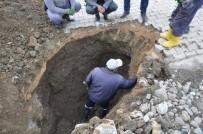 ŞEBEKE HATTI - Yüksekova'da Hasar Gören İçme Suyu Şebekesi Onarılıyor