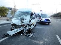 ÖĞRENCİ SERVİSİ - Öğrenci Servisi TIR'a Çarptı Açıklaması 18 Yaralı