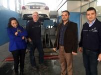 YAVRU KEDİ - Otomobilde Sıkışan Kedi İçin Ankara'daki İşlerini İptal Ettiler