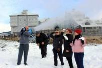 KAR TOPU - Uludağ'a Mevsiminden Önce Kar Yağdırdılar