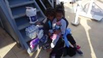 KAÇAK GÖÇMEN - Ayacık Sahilinde 46 Kaçak Göçmen Yakalandı