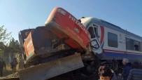 YOLCU TRENİ - İzmir'de Feci Tren Kazası Açıklaması 5 Yaralı
