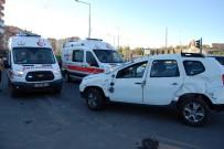 ERTUĞRUL GAZI - Takla Atan Lüks Araçtaki 3 Kişi Yaralandı