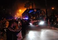 NECIP UYSAL - Beşiktaş Kafilesi Adana'ya Geldi