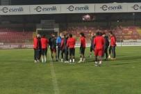 SARı KART - Yeni Malatyaspor Eskişehir'e Sakat Ve Cezalı Oyuncularını Da Götürdü