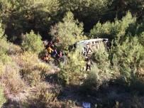 MUSTAFA BULUT - Yolcu Minibüsü Şarampole Yuvarlandı Açıklaması 2 Ölü, 5 Yaralı