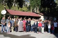 SOKAK KÖPEKLERİ - Antalya'da Güzergahı Değiştirilen Otobüs Seferi İçin İmza Kampanyası