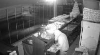 GÜNEŞ GÖZLÜĞÜ - Hırsız Girdiği Dükkandan Tatlı İle Kola Çalıp Kaçtı