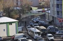 HALITPAŞA - Kars'ta Gelişi Güzel Park Edilen Araçlar Trafiği Aksatıyor