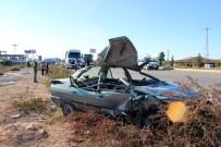 AHMET ŞİMŞEK - Salihli'de Tır İle Otomobil Çarpıştı Açıklaması 3 Yaralı