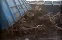 YOLCU TRENİ - Hindistan'da Tren Faciası Açıklaması 95 Ölü !