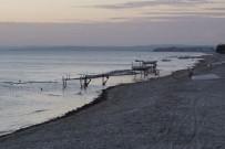 YENIÇIFTLIK - Marmaraereğlisi'nde Deniz 10 Metre Çekildi