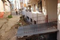 OTURMA EYLEMİ - Bu Sokakta Yürümek Cesaret İster