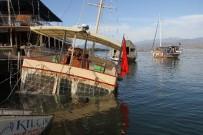 GEZİ TEKNESİ - Fethiye'de Günlük Gezi Teknesi Battı