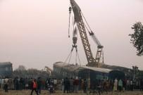 KAÇAK YOLCU - Hindistan'daki Tren Faciasında Ölü Sayısı 142'Ye Yükseldi
