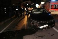 YAŞLI KADIN - İki Otomobil Kavşakta Çarpıştı Açıklaması 4 Yaralı