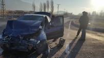 Otomobil İle Minibüs Çarpıştı Açıklaması 1 Yaralı