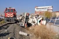 AHMET TURAN - Tren Lokomotifi İle Beton Mikseri Hemzemin Geçitte Çarpıştı