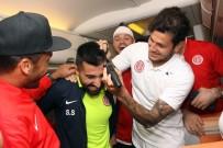 DIEGO - Antalyaspor Galibiyeti 10 Bin Metre Yükseklikte Kutladı