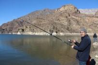 AYVALı - Ayvalı Barajında Olta Balıkçılığı Keyfi