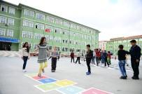 ÇOCUK OYUNLARI - Nostalji Olan Çocuk Oyunları, Okul Bahçelerine Neşe Katıyor