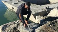 VAGON - Van Gölünden 'Haç' Figürlü Taşlar Çıktı