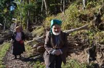 Yaşlı Çift Gençlere Taş Çıkartıyor