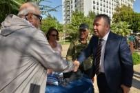 MUHITTIN BÖCEK - Başkan Böcek, Emekli Kahvesini Ziyaret Etti