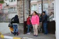DİN KÜLTÜRÜ - Bursa'da Öğrenciler TEOG Sınavına Girerken, Veliler Dışarıda Dualarla Bekledi