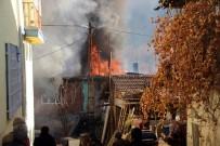YAŞLI KADIN - Çocukların Ateşle Oyunu Evi Kül Etti