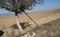 İĞDE - Hisarcık'ta Telefon Kabloları Yerlerde