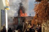 YAŞLI KADIN - Oyun İçin Yaktıkları Ateş Evi Kül Etti