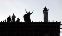 KOÇAK - Paralarını Alamayan İşçiler İnşaatı Söktü