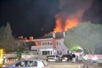İTFAİYE ERİ - Ayvalık'ta Pansiyonda Yangın Paniği...