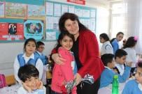 İLKÖĞRETİM OKULU - Öğrencilerden Öğretmenlerine Öğretmenler Günü Sürprizi