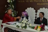 ALİ KORKUT - Öğretmen Çiftin Nikahını Kıydı, Öğretmenlere Demetle Çiçek Hediye Etti