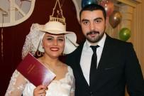DÜĞÜN HAZIRLIĞI - Kanser Olduğunu Gelinlik Provasında Öğrenen Türkan Öğretmen, Öğretmenler Günü'nde Evlendi