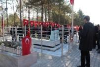 ÇUKURKUYU - Kırşehirli Liselilerden Ömer Halisdemir'in Kabrine Ziyaret