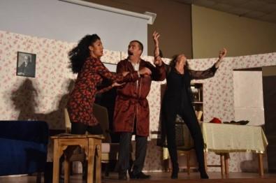 'Kocamın Nişanlısı' adlı tiyatro oyununa büyük ilgi