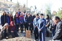 Seydişehir Belediyesi Gençlik Meclisi'nden Trafik Kazasında Hayatını Kaybeden Öğretmenin Mezarına Ziyaret
