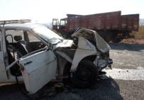 KAMYON ŞOFÖRÜ - 17 Yaşındaki Gencin Kullandığı Otomobil, Kamyonla Çarpıştı Açıklaması 2 Ağır Yaralı