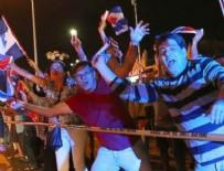 ÖLÜM HABERİ - Fidel Castro'nun ölümünü kutladılar!
