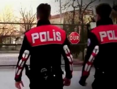 Polis, polis olmak isteyen gençleri dolandırmaktan tutuklandı